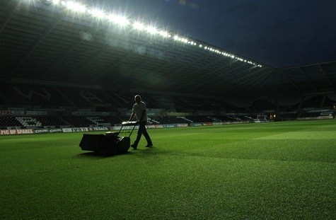 2.5% PAY RISE FOR GROUNDS STAFF RECOMMENDED